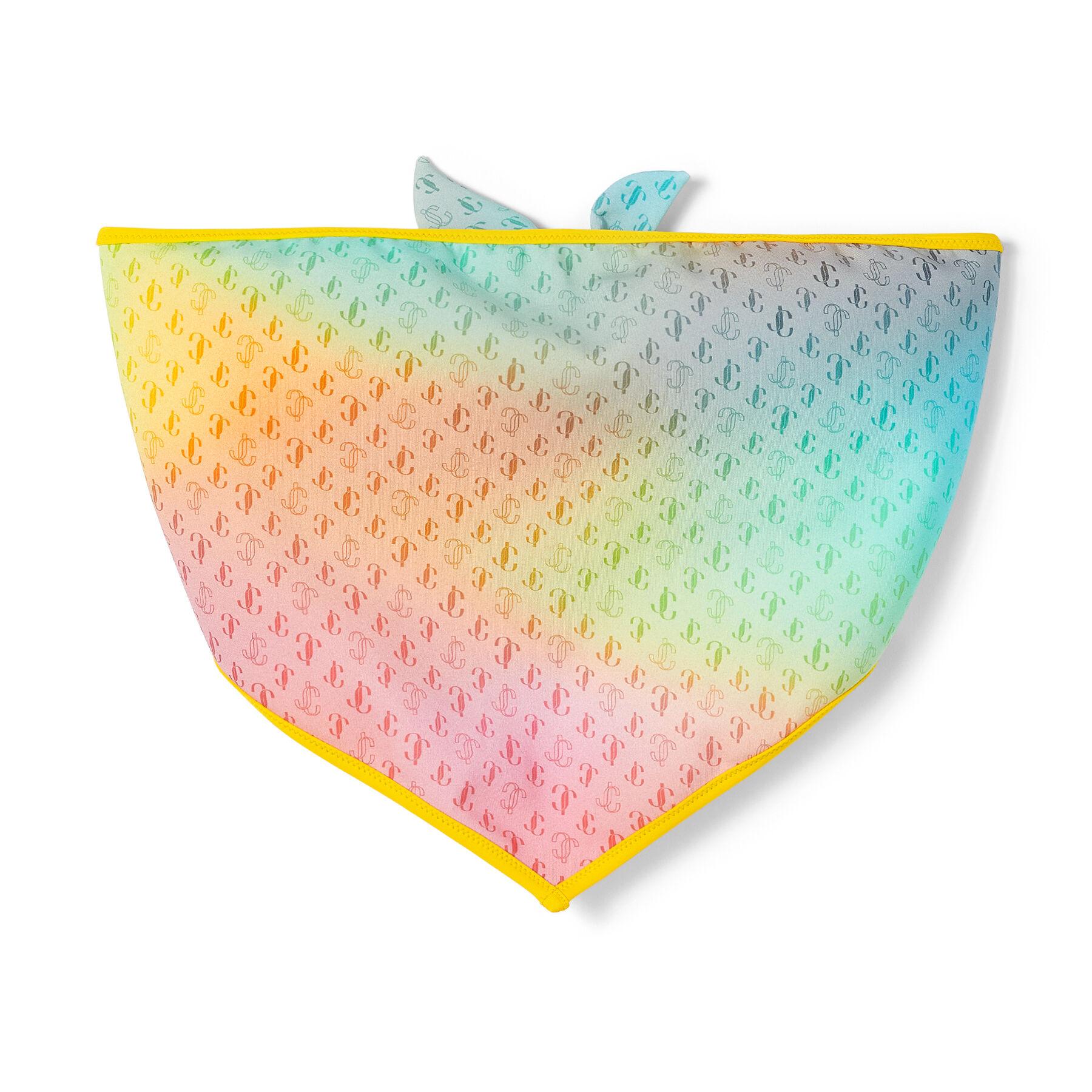 Luminoso e accattivante, il bikini a fascia JEMMA si ispira alle vacanze baciate dal sole. Realizzato in nylon riciclato sostenibile mix tramonto, presenta il caratteristico motivo del logo JC.