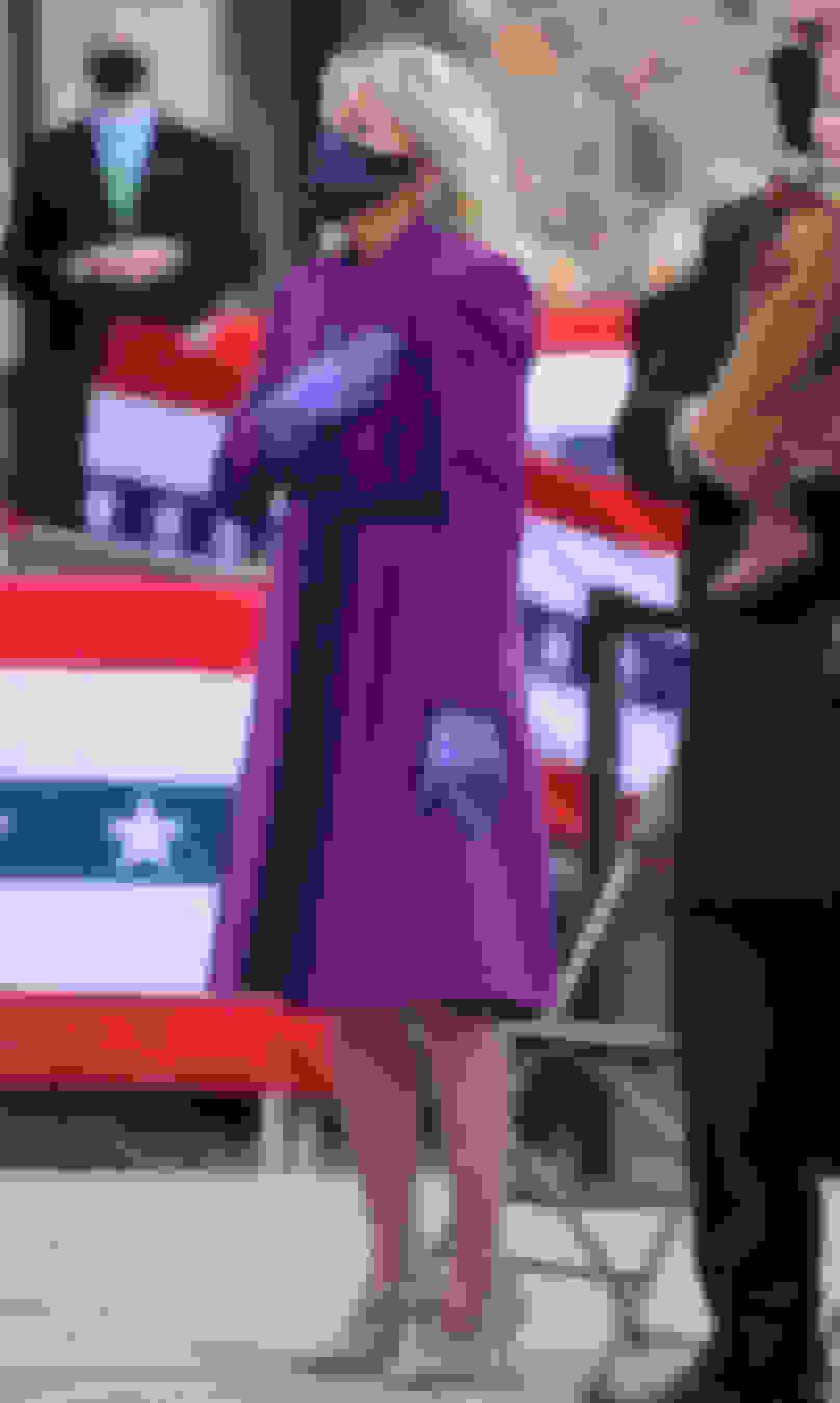 LOVEを着用するジル・バイデン新大統領夫人