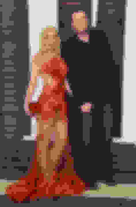Gwen Stefani carrying Cloud