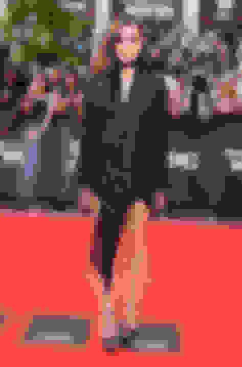 Hailee Steinfeld wearing PEARL