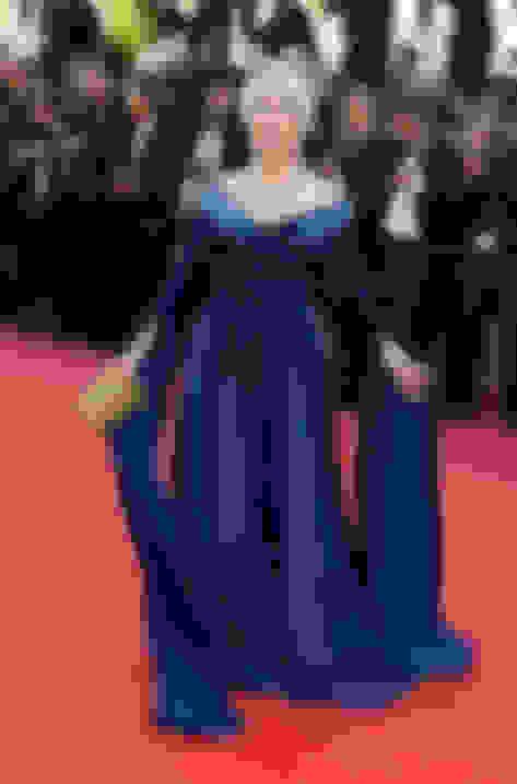 Helen Mirren carrying ELLIPSE