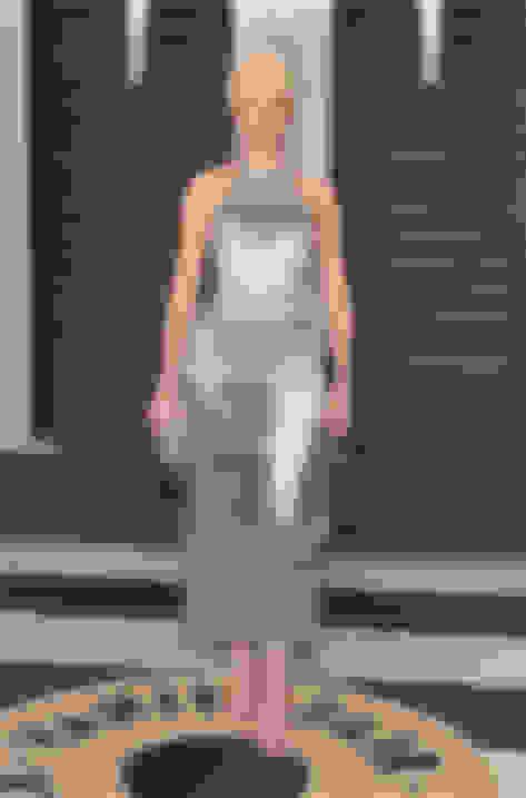 Elizabeth Banks wearing MINNY